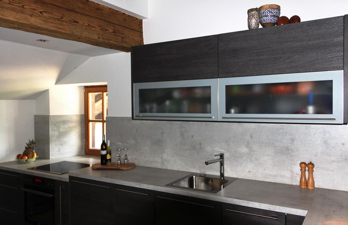 Wohnküche in Dekor Eiche Basalt - Tischlerei Schober